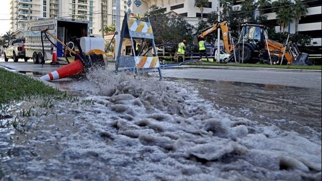 美国佛州有毒污水大泄漏,足够灌满320