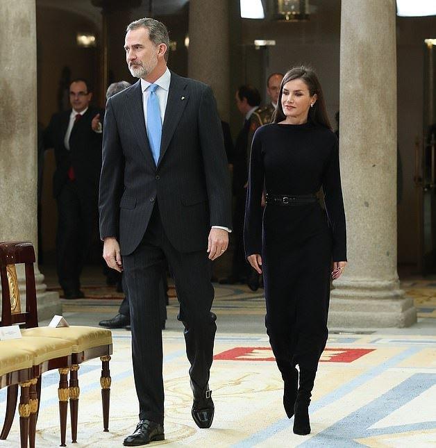 「时尚丽人风行」原创西班牙王后气质让人心动!穿一身黑色