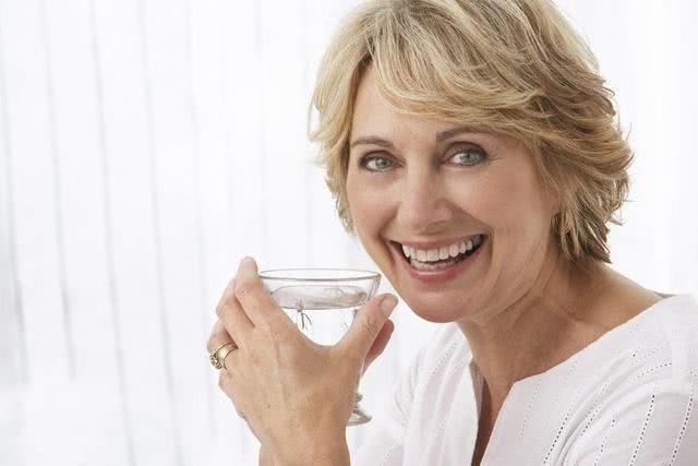 """女人雌激素快要""""枯竭"""",身体可能有4个""""迹象""""!别知道的太晚"""