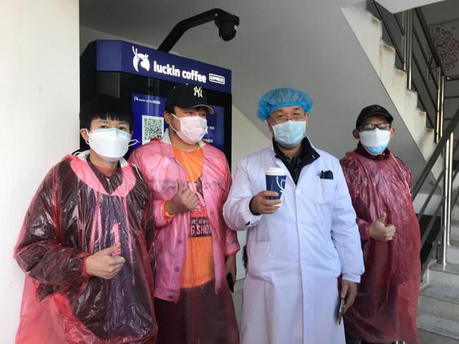 金银潭医院的医护人员们太需要一杯咖啡提神了