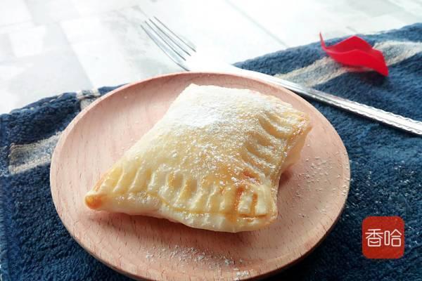 剩下的饺子皮加上一根香蕉,不加糖不油炸,这样做,好看又好吃
