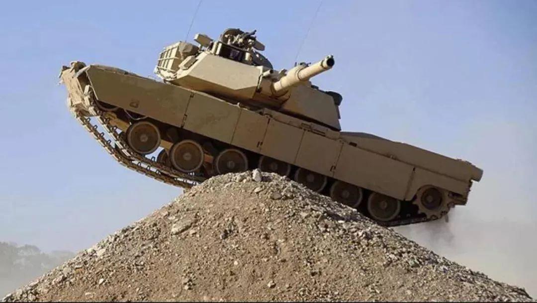 M1A2坦克服役近30年为什么不淘汰?它