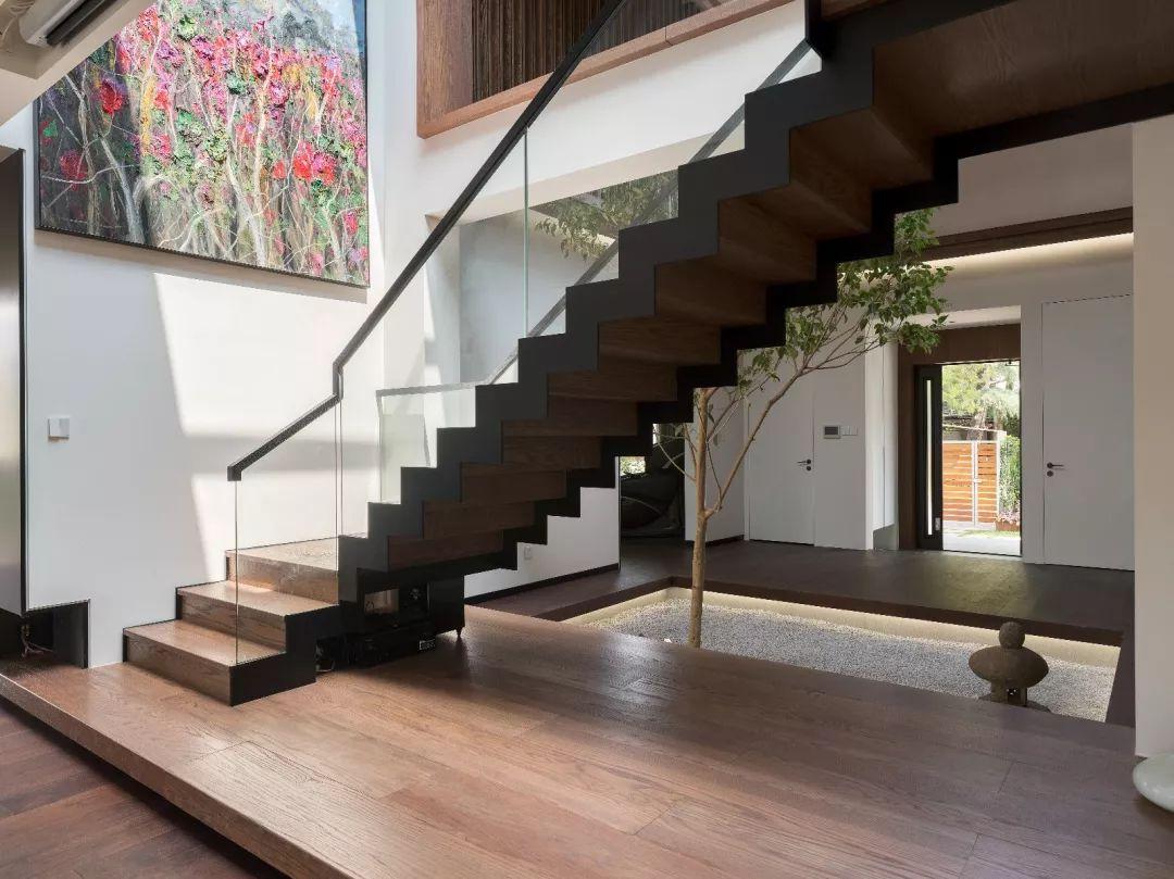 常规楼梯设计   水泥楼梯   对于选择复式、跃层、loft的朋友来说,楼梯一定是家中最重要的功能之一.