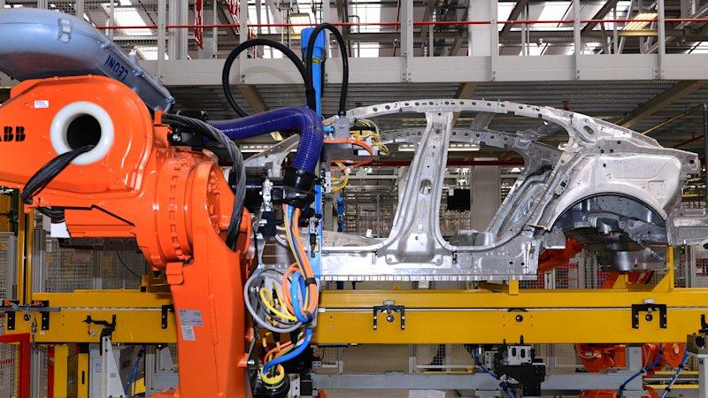 疫情下或因零部件不足,捷豹路虎英国工厂可能在两周内关闭_英国新闻_英国中文网