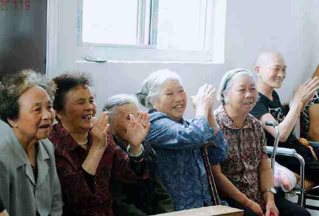 """不管男女,45岁后,生活中坚持这""""3穷"""",更容易长命百岁!"""