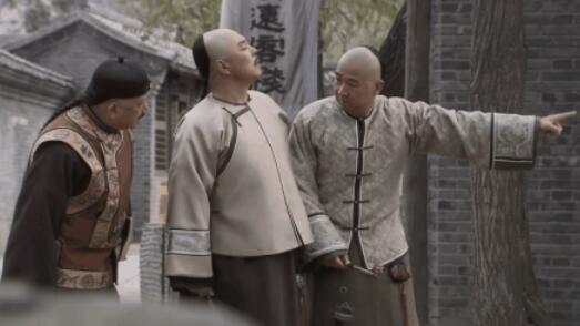 原创            乾隆偶遇一瓜农,两人相谈甚欢,随后对侍卫说:赶紧杀了他
