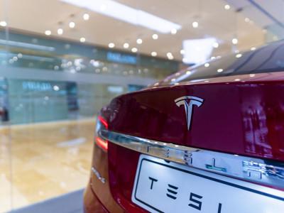 """行业巨头入局,电动车电池""""狼""""来了:磷酸铁锂电池首入特斯拉产业链!这类A股要火?"""
