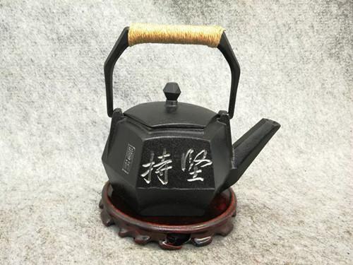 """众志成城,抗击疫情――绍兴赵秀林用铜雕技艺传递战""""疫""""力量"""