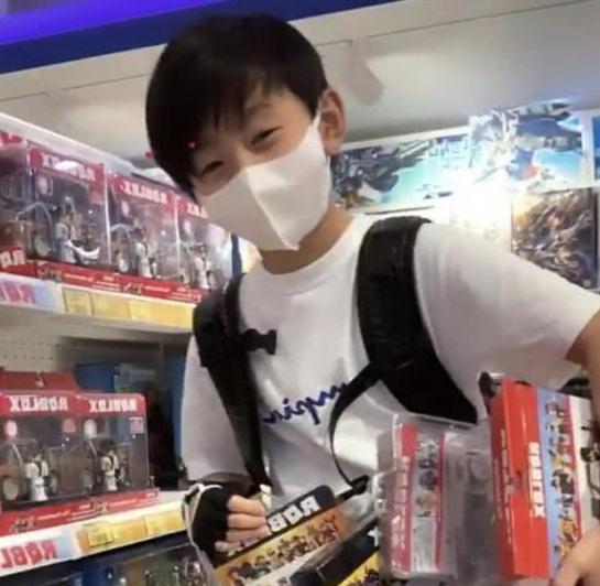 张柏芝时装店被曝停业一个月,让员工带薪休假,亏损已达六位数 作者: 来源:猫眼娱乐V
