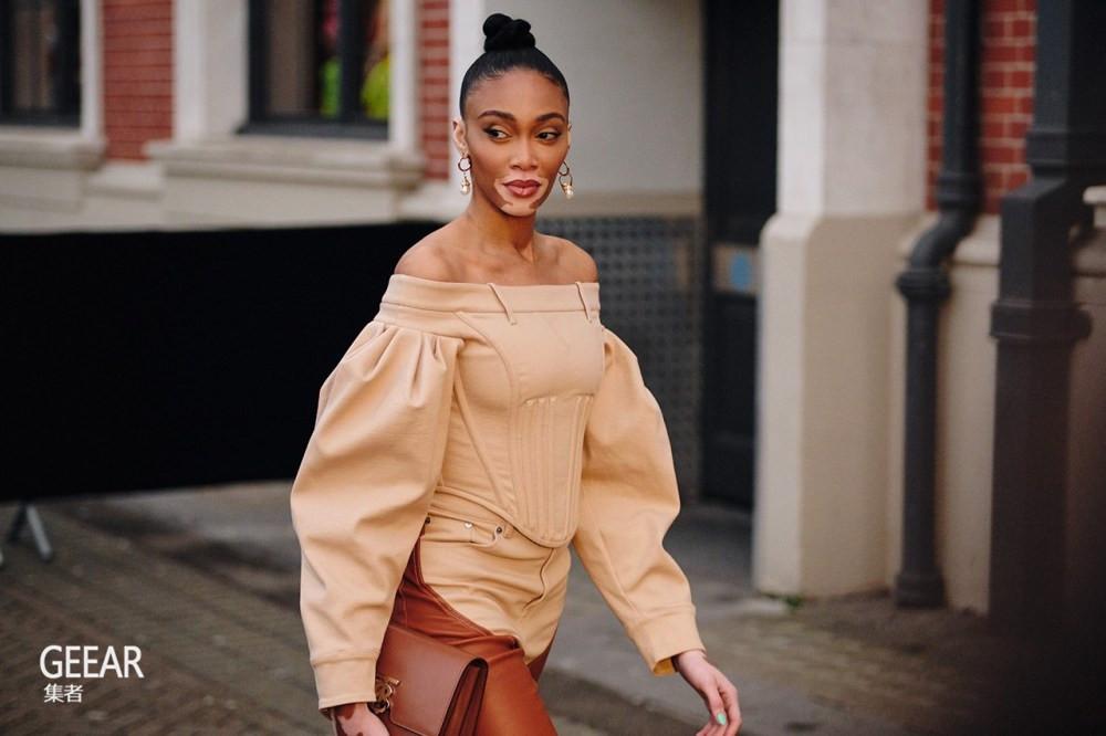 欣赏伦敦时装周的时尚街拍,不能错过这些手袋、配饰灵感!