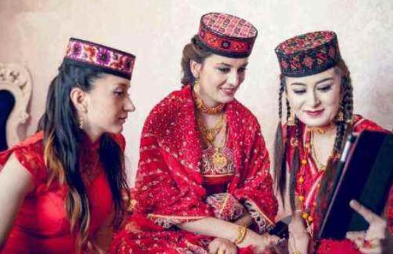 原创            亚洲一国美女如云,当地人从不愁娶不到漂亮老婆,甚至能娶好几个