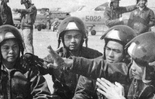 中越战争,10名越南飞行员集体驾机投靠我国,如今生活怎样了?