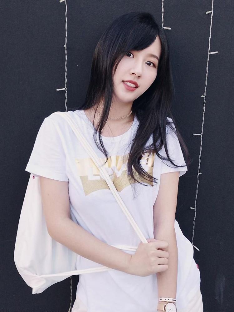 「明星360」台湾清新气质校花小燕Melody, 水灵大眼笑容太完美