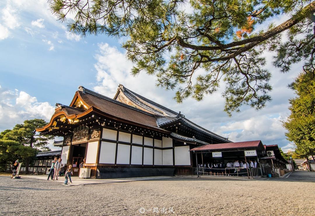 """日本第一首都,建筑物充满""""中国风"""",街上行人稀少!"""