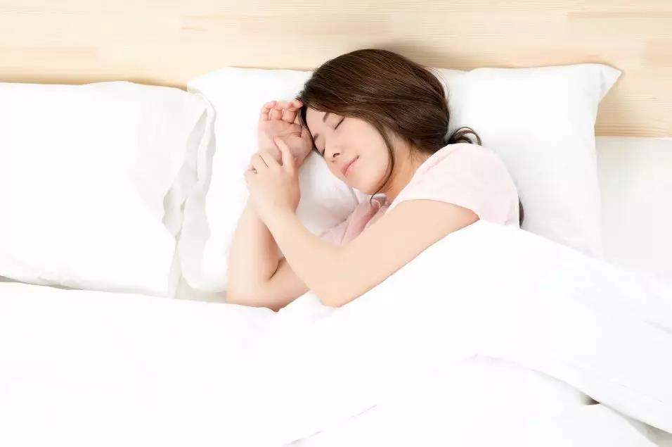 一个人独自睡觉,竟然有这样的好处!