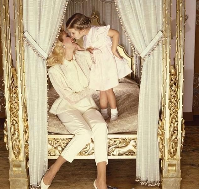 原创 伊万卡晒妈妈照片庆生,网友惊呼:简直像一对双胞胎!