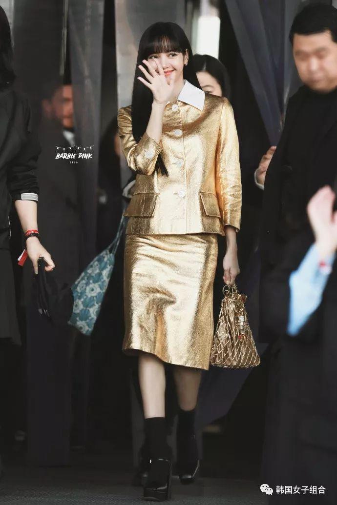 金色套裝現身時裝周的女團愛豆!
