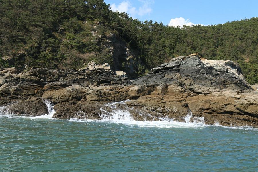 哈仙岛礁石