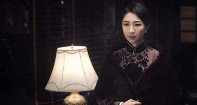夫妻相!孫紅雷與老婆罕見合照曝光,太太穿旗袍曲線盡顯