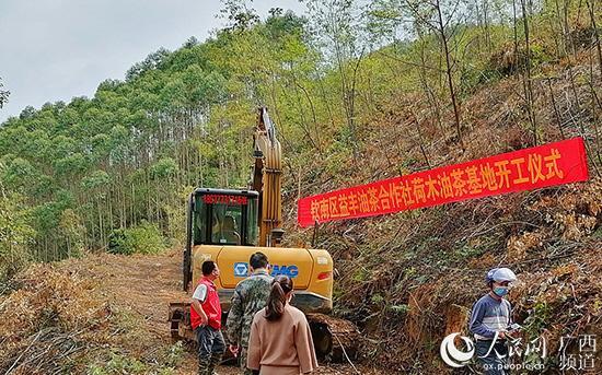 """广西钦州:2400名驻村队员战""""疫""""又战""""贫"""""""