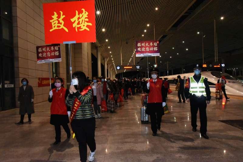 福建首趟定制复工高铁专列抵达 519名员工顺利返榕