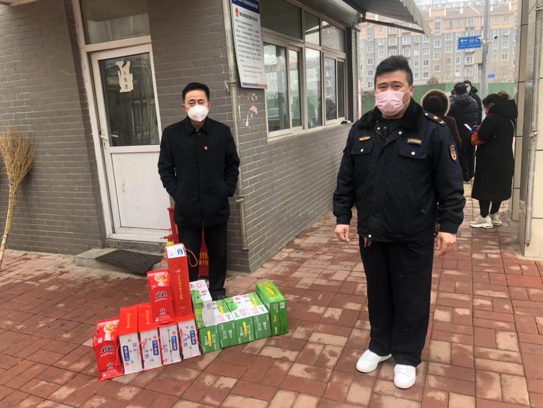 济南穆信航队长向义和防疫站送去慰问食品
