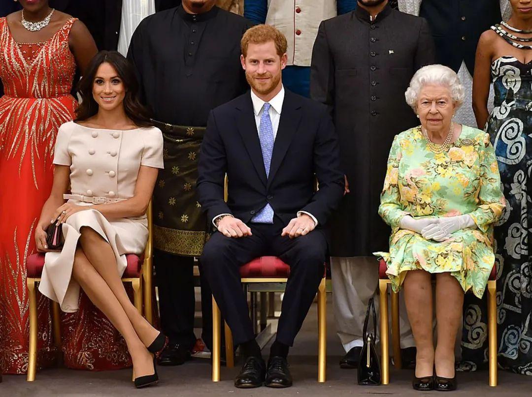 """梅根这下恼火了,第一次怒怼女王:你没有""""皇家""""一词的管辖权!_英国新闻_英国中文网"""