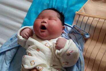 父母真的要注意,宝宝养成这么胖,真的好么?