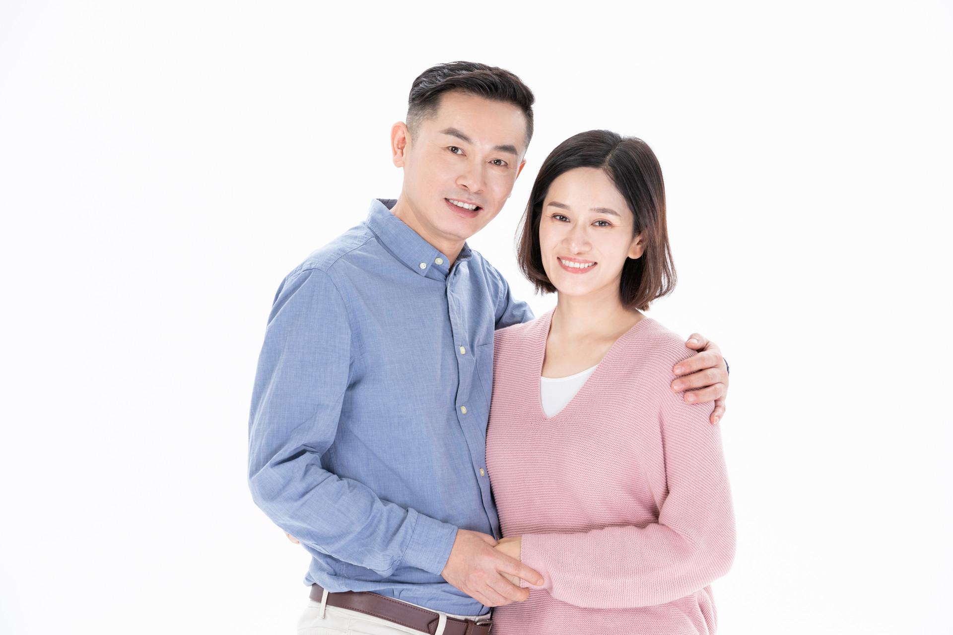 与丈夫相守30载无子,近六旬得知意外怀孕,夫妻两人竟满脸苦相
