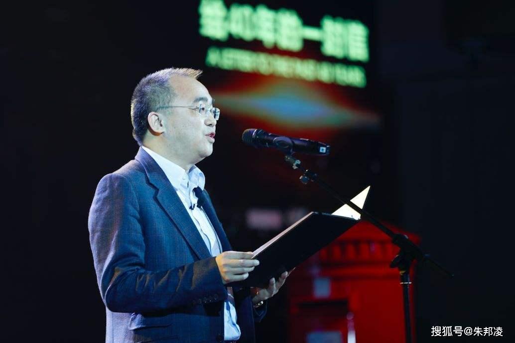 从小镇诗人到湖北首富:为武汉建9家应急医院,包4架专机抢购物资|中国诗人小镇