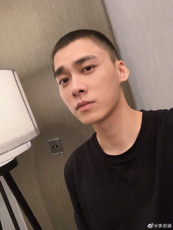 李易峰很苦恼:今天到底要不要剪头发?