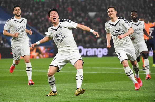 又一个孙兴慜!韩国前锋破巴黎 4战3次头球建功
