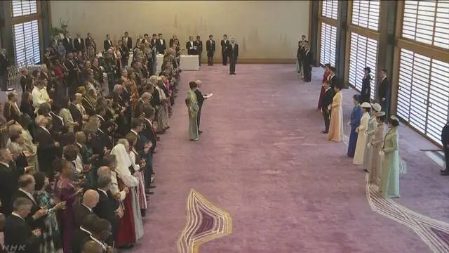 昨天日本天皇寿宴,安倍及各界470人参加