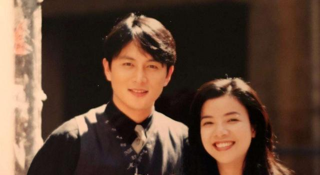曾是台湾一线男星,被前妻骗走5千万,留下6个孩子都