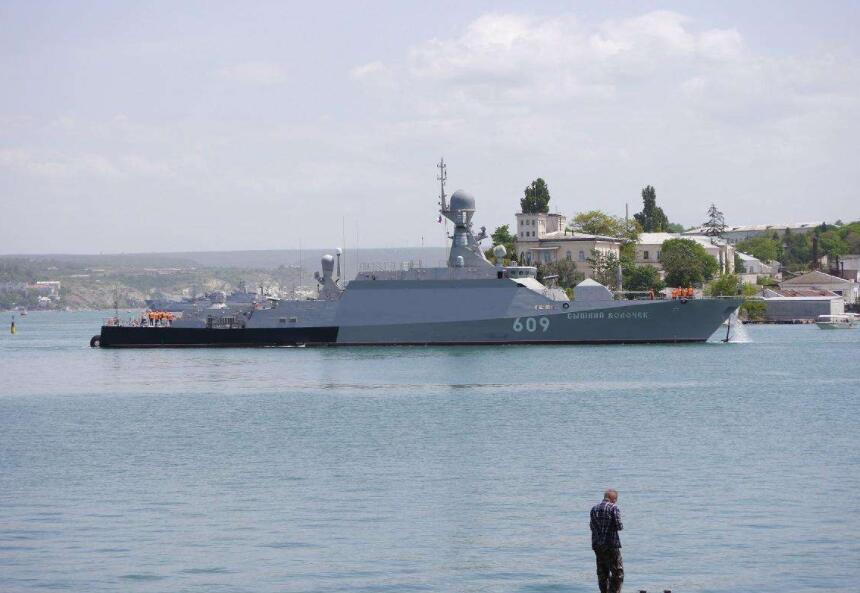 土耳其被逼上绝路,警告俄军不准支援叙利亚,扬言封锁黑海