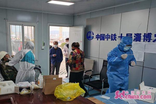 淄博火车站南广场项目对全体工作人员进行核酸检测