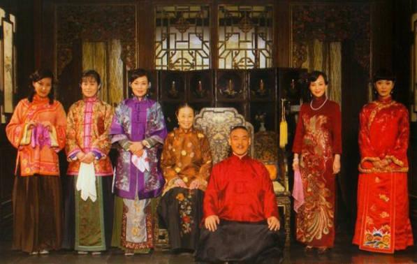 民国军阀娶12个妻妾,生43个孩,接班人1个断绝关系,1个成解放军