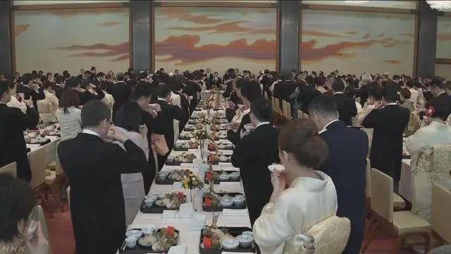 日本天皇寿宴如期举行 宴会后日本天皇还举办了茶会