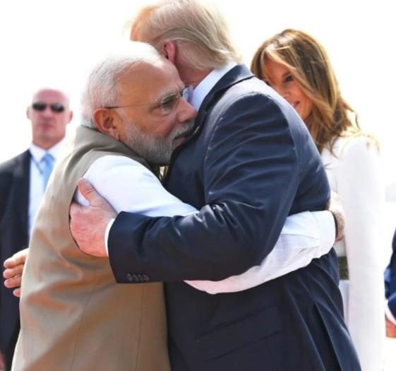 当着数万印度民众的面,特朗普说与巴基斯坦关系好,莫迪一脸茫然