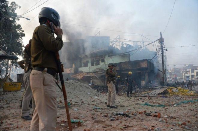 印度德里发生大规模暴力冲突 致7死50伤