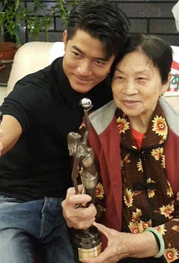 郭富城母亲于今年二月不幸去世,天王去年已很担忧母亲身体变差