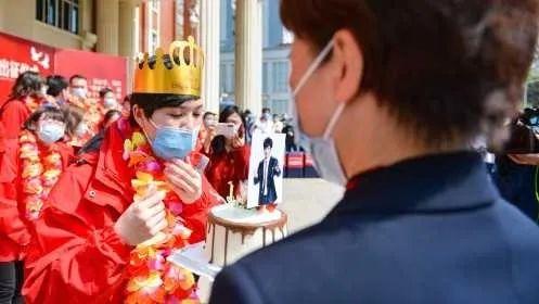 """【围观】王力宏称她""""英雄""""为她献唱!广州驰援湖北护士生日愿望成真"""