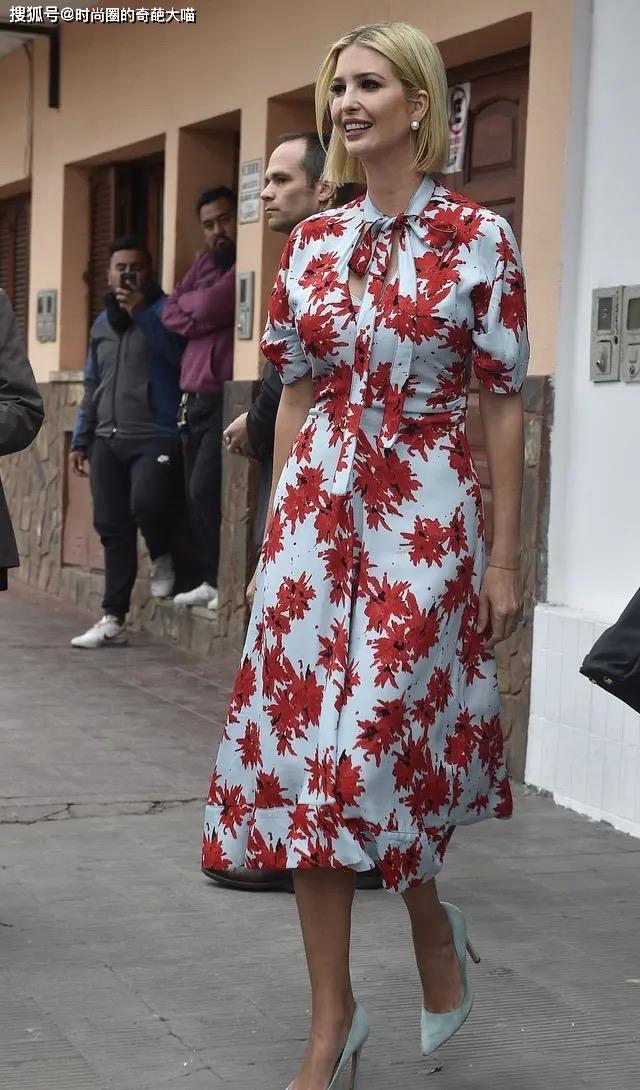 伊万卡终于穿对了,清新甜美身材好,比刻板拘谨的后妈美出几个度