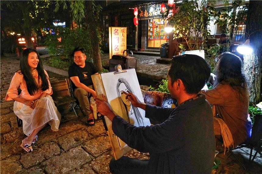 原创             云南纳西族最早居住的古镇,比丽江古城清幽,是茶马古道上保存完好的重要集镇