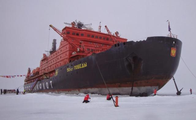 俄军派出庞大舰队,专为潜艇部队破冰开路,专家:巨兽要复苏了