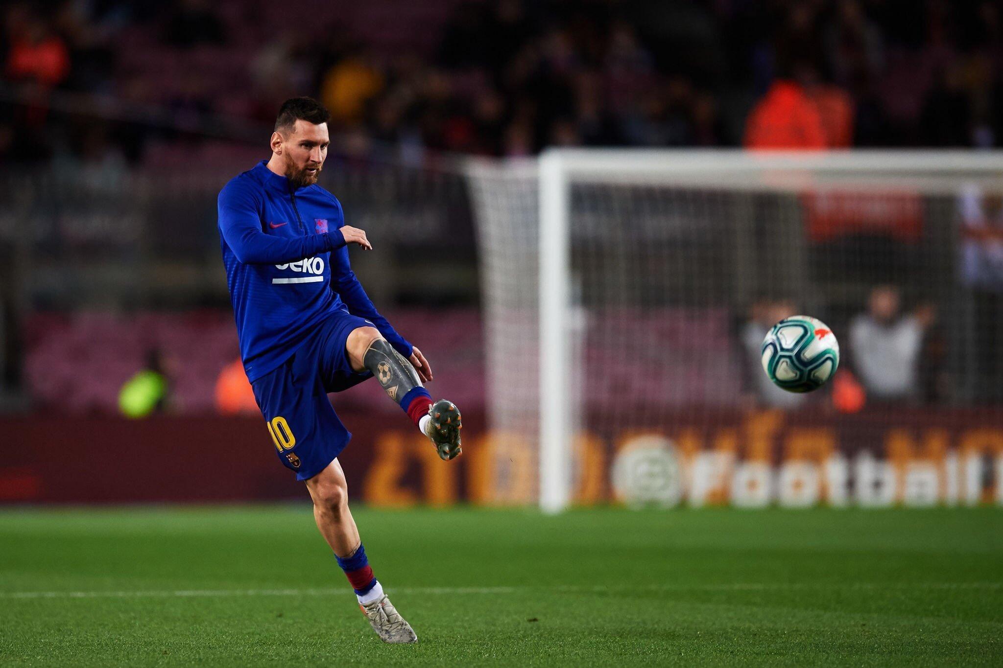 梅西赴那不勒斯客场享球王级待遇 被比作马拉多纳