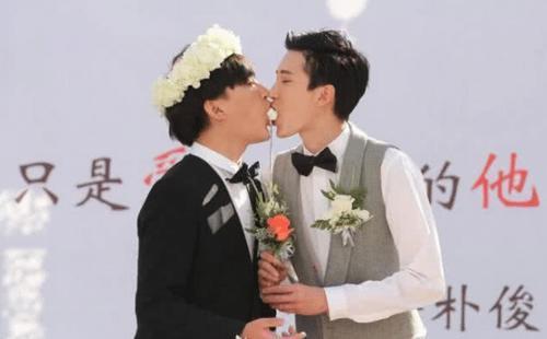 """4年前,娱乐圈第一例""""同性婚姻""""引起了舆论地震,他们如今过成怎样了"""