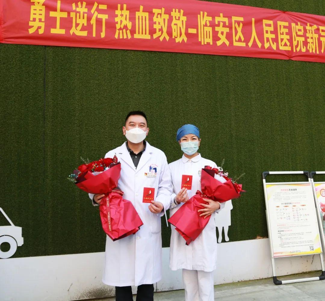 △骨科主任医师,外科第八支部书记吴军(左一),泌尿外科护士长汤蓉(右