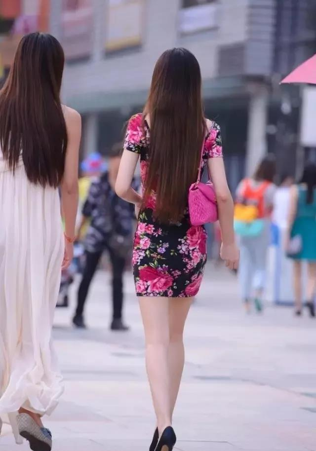 时尚街拍:高挑漂亮的三个小姐姐