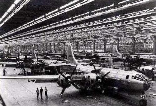 保时捷造坦克、宝马造战机引擎,欧洲车企的军工背景盘点!